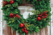 Před Vánocemi si každý zdobí byt tradičními adventními věnci a svíčkami.