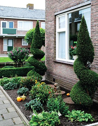Dokonalé využití malého prostoru před domem můžete objevovat například v Holandsku.