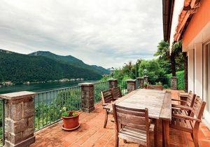 Výhled z balkonu by měl směřovat do zahrady nebo okolní krajiny.