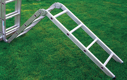 Tento multifunkční kloubový hliníkový model, který lze využít jako štafle, žebřík i lešení.