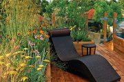 Střešní zahrada ve spojení s terasou vytváří příjemný kout.