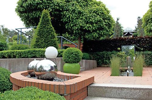Smysl pro estetiku, jasné přímé linie a elegantní jednoduché tvary – to je Zahrada forem.