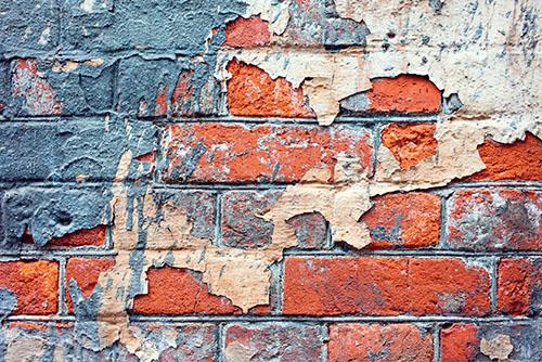 Jakmile začnou vlhnout zdi sklepa nebo garáže, na nic nečekejte a začněte hledat příčinu.