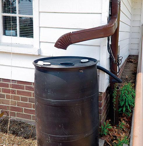 Kryt sudu zajistí vodu čistou, jeho tmavá barva navíc i příjemně teplou.