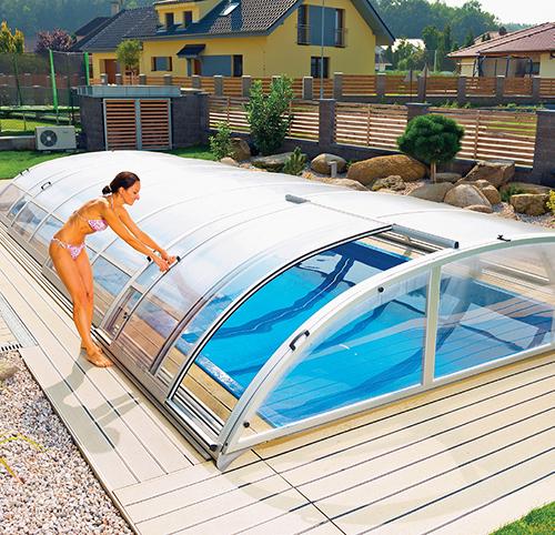 Zastřešením bazénu si prodloužíte koupací sezonu o několik týdnů.