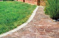 Unikátní skladebná dlažba FIORO imitující přírodní kámen má nepravidelný tvar dlažebního kamene a falešné spáry