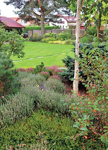 Zahrada vznikla v devadesátých letech minulého století ve stylu, který byl pro tehdejší dobu typický a objevuje se i dnes.