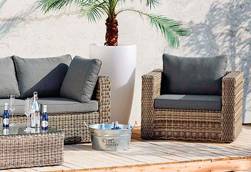Umělý ratan zajistí venkovnímu nábytku ležérní vzhled.