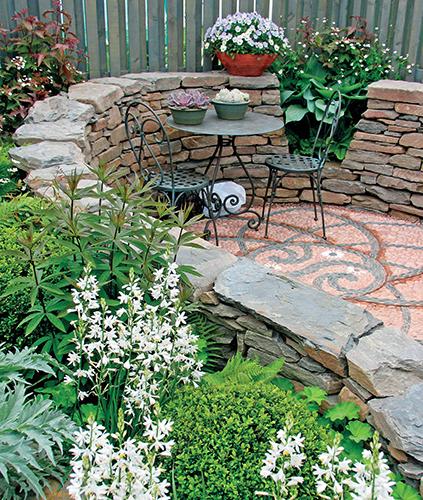 Zahradní zídky využijete na rovinatém pozemku i ve svahu.