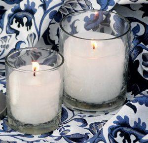 Nic nenavodí příjemnou atmosféru v podvečerní zahradě tak jako svíčky