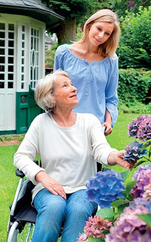 Pokud se tedy někdo z rodiny ocitne řízením osudu na vozíčku, zahrada by se pro něj neměla stát překážkou.