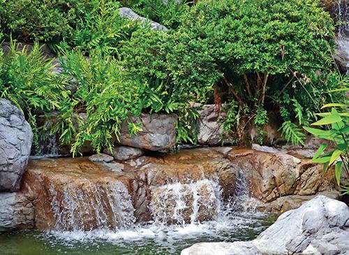 Vodopád by měl velikostí odpovídat přilehlé vodní ploše.