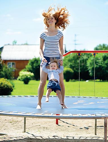 Na trampolíně, v bazénku i při jiné dětské zábavě myslete vždy především na bezpečnost.