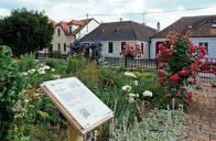 Základní myšlenkou rakouské komunitní zahrady v Unterretzbachu je vztah člověka k přírodě a mezi lidmi navzájem.