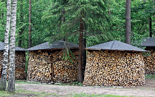 Díky proudění okolního vzduchu klesne vlhkost dřeva v přístřešku z 25–50 % na pouhých 10 %,