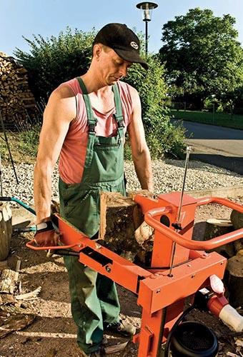 Štípače dřeva nahradí lidskou sílu štípacím tlakem až dvanáct tun. Rozčtvrtit metrové poleno tak trvá pouhých pět sekund.