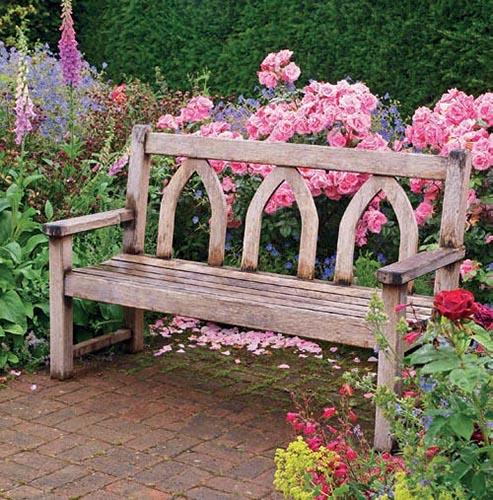 Obyčejná lavička v zahradě znamená velkou věc.