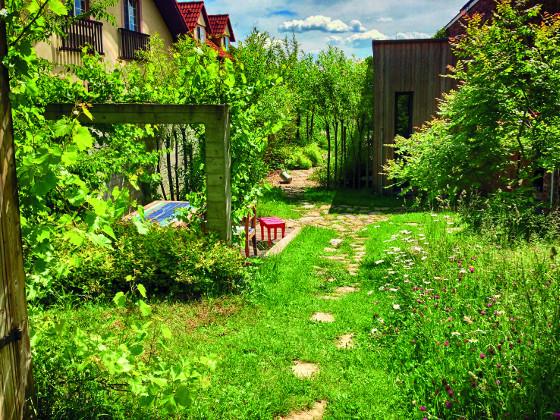 Zahradám, které mají přímou vazbu na okolní krajinu, přírodní styl sluší.