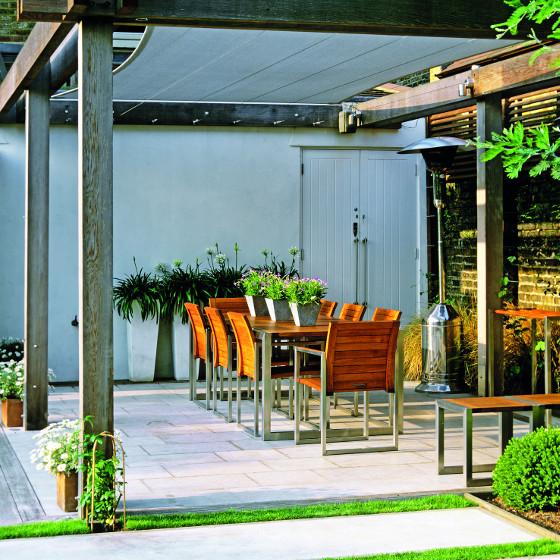 Navíjecí látkovou střechou lze doplnit i volně stojící pergolu.