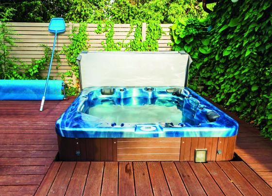 Ke spa dostáváte i termokryt, který brání chladnutí vodya. Bazének proto klidně umístěte ven, účet za celoroční provoz nebude nijak vysoký.