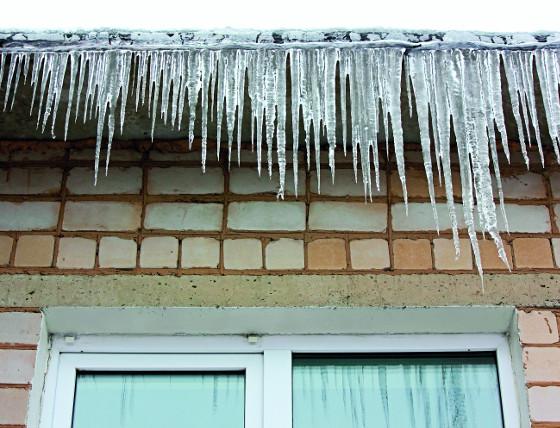 Topné kabely zabrání tvoření rampouchů a zjednoduší tak zimní péči o okapy.