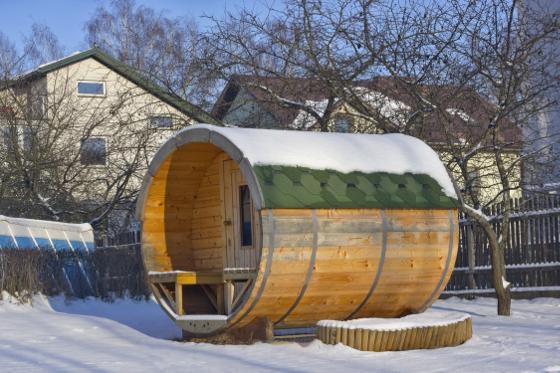 Pokud si na zahrdaě postavíte venkovní saunu, můžete posilovat svou imunitu střídavým pobytem v teple a chladu.