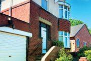 Garáž se podílí na celkové podobě domu, měla by s ním proto ladit jak materiálem, tak barvou.