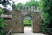 Vstupní brána do areálu parku