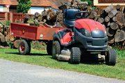 Díky široké nabídce příslušenství a doplňků uplatníte zahradní traktor po celý rok.