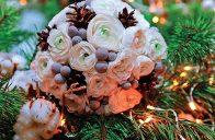 Základ naší ukázkové kytice tvoří pryskyřník asijský (Ranunculus asiaticus).