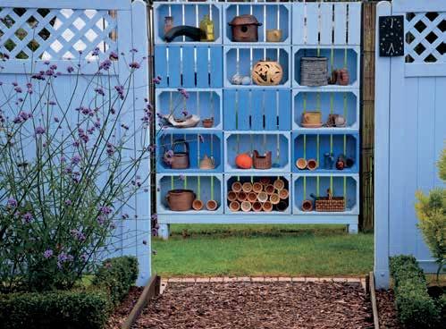 Prostor mezi plotovými díly vnitřní zahrady vyplnil inovativní prvek