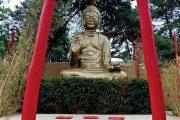 Meditační místo v Asijské zahradě střeží čtyřmetrový Buddha.