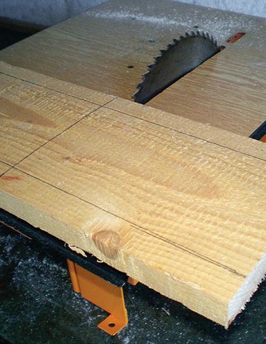 Pilkou na dřevo nebo na cirkulárce nařežte prkna