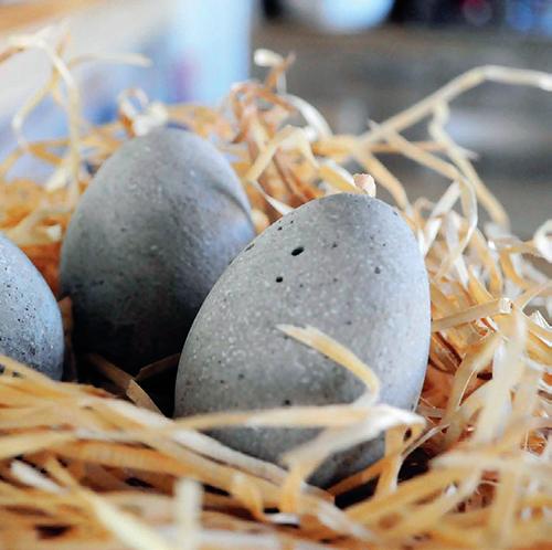 Velikonoční svátky jsou příležitostí, jak si po šedivé zimě oživit domácnosti barevnými dekoracemi.