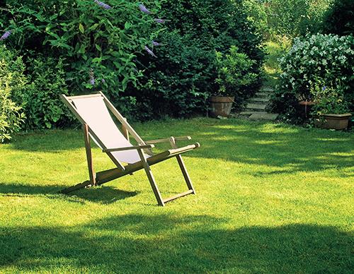 """""""Anglický"""" trávník vyžaduje pravidelnou péči."""