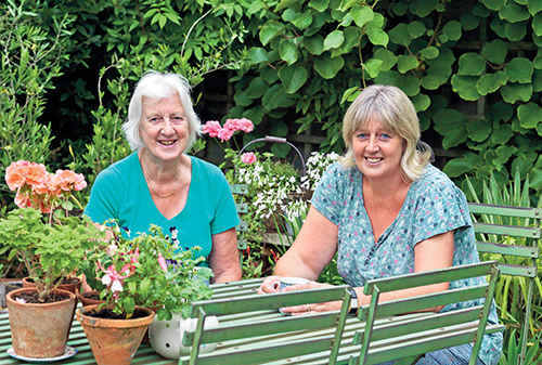 Lásku ke květinám a zahradě zdědila Julia po své mamince, která jí v jejích zahradnických začátcích vždy dobře poradila.