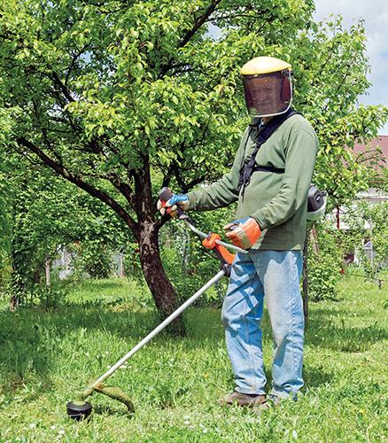 Při práci na zahradě používejte ochranný oděv, chraňte se před sluncem, pijte dostatek tekutin a používejte pouze homologované stroje.