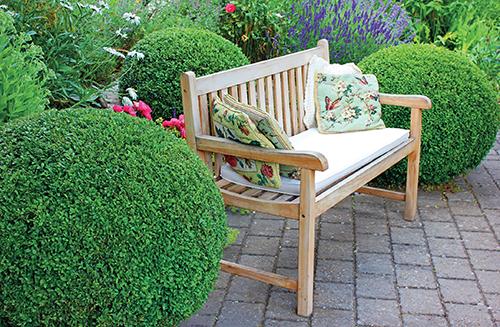 Vytvoření romantické zahrady bude bližší spíš ženám, zvláště těm s odrostlými dětmi.