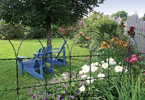 Zahradní pletivo je praktickým pomocníkem pro všechny zahrádkáře.