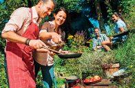 Přiložit ruku k dílu kulinářským požitkářům většinou nevadí.