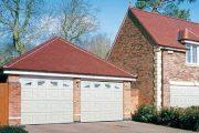 Klasickým řešením je garáž, která ho uchrání jak před rozmary počasí a korozí, tak před zloději.