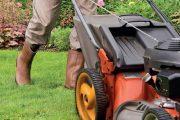 Sekání trávy je nutná provádět ještě než trávník přeroste.