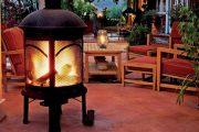 Přenosná ohniště dovolují užít si živý oheň přímo na terase.