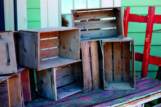 Dřevěné bedýnky v létě vydrhněte vodou s přídavkem modré skalice, hypermanganu, sody nebo octa.