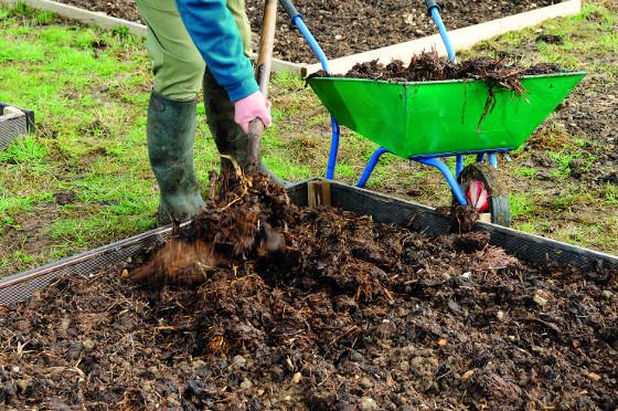Z přírodních hnojiv dodá rostlinám potřebné živiny, ale i organickou složku hnůj.