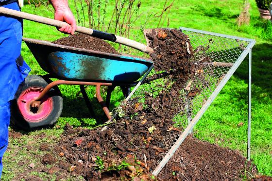 Kompost určený na výsev je vhodné prosít.