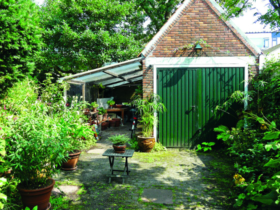 Součástí zahrady by měl být domek, dřevník nebo praktická dílna, kam ukryjete nářadí či techniku.