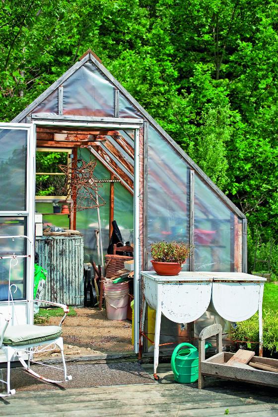Pro majitele větších užitkových zahrad je kvalitní skleník nezbytný.
